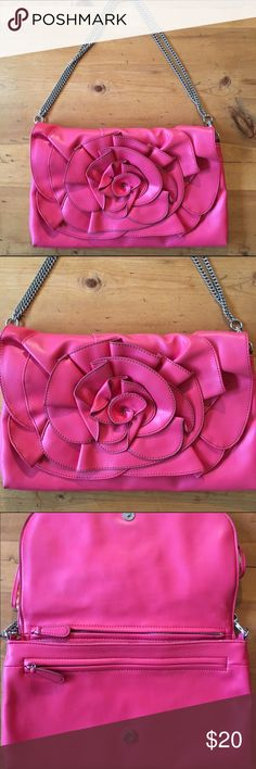 Nine West Rose Bag Excellent condition inside spotless one pocket inside purse 2 more large zipper compartment magnetic closure can be worn with or without strap 18 in long with chain strap bag is 9in deep 13 1/2 wide Vegan materials great color very cute💕💕 Nine West Bags