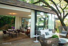 Dado Castello Branco cria casa de pedra e vidro integrada à natureza - Casa