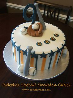 Lots of good ideas for a baseball themed birthday cake. Now I need to find some pins for online cake decorating classes ;).