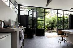 Prachtig inspiratiebeeld!! Molitli loves it!! Op zoek naar een stalen pui op maat?? www.molitli.nl