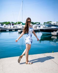 Summer stroll along the harbor ⛵️🐻🐾 Shop Lilo: bearpaw.com/ #LiveLifeComfortably #BearpawStyle 📸 @bowtifullife