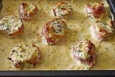 Baked pork fillet in bacon with cream cheese sauce from bib .- Baked pork fillet in bacon with cream cheese sauce 3 Bacon, Meat Recipes, Chicken Recipes, Vegetarian Recipes, Cream Cheese Sauce, Pork Fillet, Lard, Baked Pork, Grilled Pork