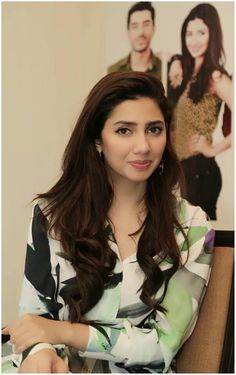 Mahira Khan Diva Fashion, Look Fashion, Pakistani Actress Mahira Khan, Pakistani Dramas, Mahira Khan Photos, Mahira Khan Dresses, Maira Khan, Pakistani Models, Celebrity Look