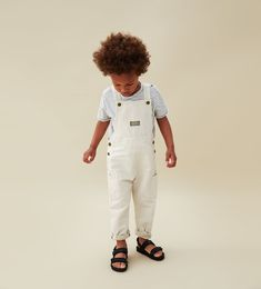 Assortment of toddler overalls and jeans made for durability and luxury. Get started on seeking now! Family Outfits, Baby Boy Outfits, Kids Outfits, Toddler Boy Fashion, Little Boy Fashion, Kid Styles, Cute Kids, Baby Kids, Jeans