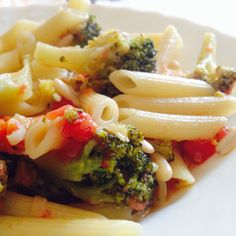 #Pennette con #broccoli, #pomodori freschi e #pinoli! Dopo l'#eruzione dell'#Etna di questa notte ci voleva proprio! Buon #pomeriggio da #ricettelastminute!  #love #food #instapic #instacool #instafood #instagood #instagram #instaphoto #me #italia #italy #sicilia #sicily #catania #photooftheday