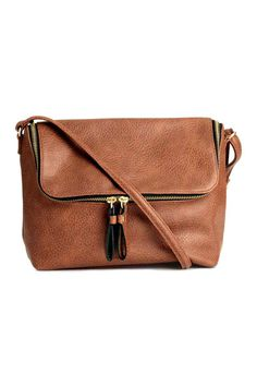 Shoulder bag in grained imitation leather. Flap with zip, narrow adjustable shoulder strap, and one inner compartment with zip. Brown Purses, Brown Bags, Tote Purse, Crossbody Bag, Vegan Purses, Vegan Handbags, Brown Handbags, Shoulder Handbags, Bags