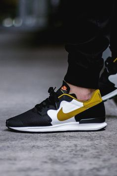 SPORTSWEAR ™®: Footwear: Nike Air Berwuda Black/Peat Moss.