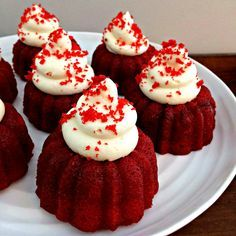 red velvet mini cakes with cream cheese frosting