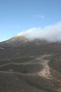 Etna #etna #volcano #sicilia #sicily Holiday Travel, Holiday Trip, Lava, Catania, Sicily, Mother Nature, Etna Volcano, Places To Visit, 1