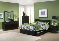 habitacion verde muebles negros. y cortina???