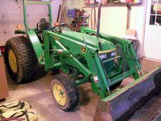 John Deere Compact Tractors, John Deere Tractors, Tractor Photos, Barns, Ford, Japan, Tractor Senior Pictures, Barn, Japanese