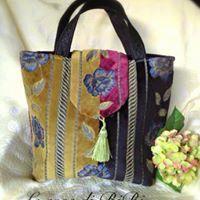 Un preferito personale dal mio negozio Etsy https://www.etsy.com/it/listing/497361459/borsa-handmade-in-velluto-damascato