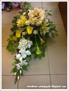 Stylowi.pl - Odkrywaj, kolekcjonuj, kupuj Funeral Floral Arrangements, Creative Flower Arrangements, Church Flower Arrangements, Grave Decorations, Flower Decorations, Corona Floral, Casket Sprays, Cemetery Flowers, Sympathy Flowers