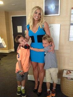 Beautiful mama Brit Brit with her two boys going to the Smurfs 2 premiere!!