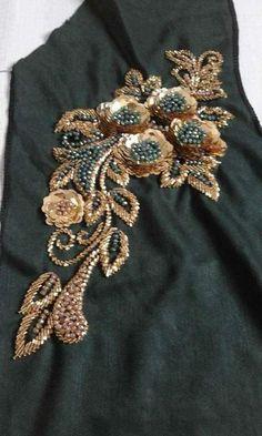 Zardozi Embroidery, Embroidery On Kurtis, Hand Embroidery Dress, Kurti Embroidery Design, Tambour Embroidery, Bead Embroidery Patterns, Couture Embroidery, Embroidery Fashion, Embroidery Jewelry