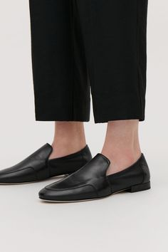 Detailed image of Cos soft loafers in black Leather Loafers, Cow Leather, Loafers Men, Women's Oxfords, Brown Loafers, Tassel Loafers, Black Leather, Loafers Outfit, Loafer Shoes