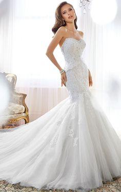 Sweetheart Dropped Sleeveless Chapel Train Tulle Wedding Dresses