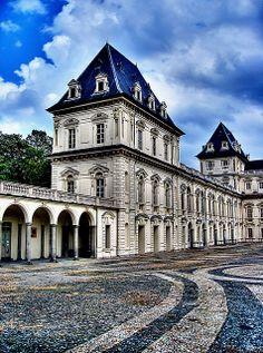 Castello del Valentino - Torino, Piemonte, Italia. 45°04′00″N 7°42′00″E