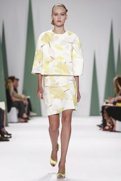 Carolina Herrera Ready To Wear Spring Summer 2015 New York. Boxy separates in white and yellow floral.