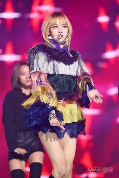 Lisa-Gaon Chart Awards