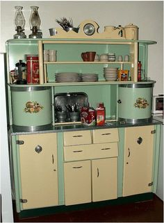 antique kitchen cabinets for sale vintage kitchen cupboard not really a but very cool vintage kitchen cabinets for sale mn Kitchen Retro, Vintage Kitchen Cabinets, Old Kitchen, Shabby Chic Kitchen, Country Kitchen, Retro Kitchens, Kitchen Cupboards, Retro Kitchen Tables, Kitchen Dresser