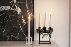 minimalistische Weihnachtsdeko für die Adventszeit in schwarz-weiß