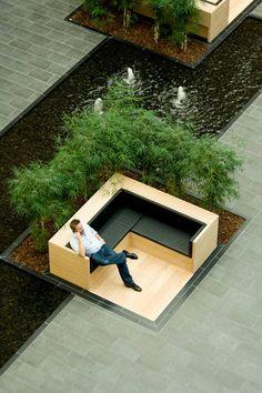 El Atrium verde que define el edificio VAT83, por el estudio PLH, Søborg, Copenhague.