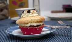 """Sooo German: """"Frankfurter Kranz"""" buttercream cupcakes with currant jelly and hazelnut brittle by deli from the valley /// Frankfurter Kranz Cupcakes mit Johannisbeergelee und Haselnusskrokant"""