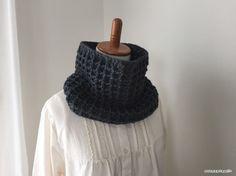 なんだか久々の編み図^^;ワッフル編みで編んだネックウォーマーの編み図、アップします。引き上げ編みを使ったワッフル編み。この編地、大好きです^^トルソーにつけたところ↑けっこう幅広なので、首元をすっぽり包んで暖か^^編み