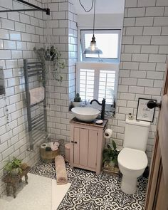 If you have a small bathroom in your home, don't be confuse to change to make it look larger. Not only small bathroom, but also the largest bathrooms have their problems and design flaws. Bad Inspiration, Bathroom Inspiration, Bathroom Renos, Small Bathroom, Master Bathroom, Bathroom Remodeling, Bathroom Ideas, Cozy Bathroom, Bathroom Styling