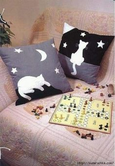 ideas crochet cat bed throw pillows for 2019 – Jacqueline white - Crochet Fabric Crafts, Sewing Crafts, Sewing Projects, Throw Pillows Bed, Bed Throws, Custom Pillows, Decorative Pillows, Cat Quilt Patterns, Cat Cushion