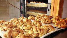 """Vi har """"stjålet"""" den hemmelige kanelsnurr-oppskriften fra bakeriet i Lom. Snack Recipes, Cooking Recipes, Snacks, Cooking Tips, Yummy Drinks, Yummy Food, Norwegian Food, Cocktail Desserts, Bread Baking"""