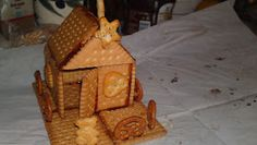 The easiest gingerbread house! Theano m on line Easy Gingerbread House, Toffee, My Recipes, Biscuits, Basket, Desserts, Blog, Train, Ideas