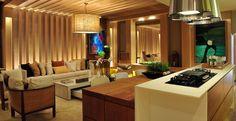 As arquitetas Adriana Consulin e Izilda Moraes assinaram o projeto Home Gourmet, de 55m². O ambiente, além de uma cozinha para o dia a dia, também é uma sala de visitas. O design contemporâneo e tecnologia são marcas do espaço.