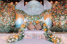 Indian Wedding Stage, Wedding Stage Design, Wedding Stage Decorations, Engagement Decorations, Wedding Set Up, Hotel Wedding, Luxury Wedding, Flower Decorations, Wedding Cards