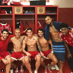 James Rodriguez, Soccer Guys, Football Soccer, Rugby Men, Fc Bayern Munich, Rugby Players, Men In Uniform, Athletic Men, Sports Stars