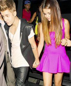 Find images and videos about couple, justin bieber and selena gomez on We Heart It - the app to get lost in what you love. Justin Bieber Selena Gomez, Justin Bieber And Selena, Churros, First Love, The Past, Celebs, Ship, Couples, Dresses