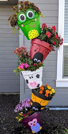 Spring Topsy Turvy Planter claypotcrafts spring is part of Topsy turvy planter - Flower Pot Art, Clay Flower Pots, Flower Pot Crafts, Clay Pot Crafts, Shell Crafts, Diy Clay, Flower Planters, Garden Yard Ideas, Garden Crafts
