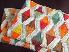 autumn-quilt by spotted stones. Stunning quilt! The quilting give such dimension! | #quilt #quilting