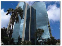 EDIFICIO TORRE BOREAL  Proyecto de vivienda y oficinas, ubicado en la Av. 12 de Octubre y Colón.   2.008-2.011
