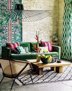 Behang Pierre Frey Papagayo - Jungle Collectie - Luxury By Nature Tropical Furniture, Tropical Home Decor, Tropical Interior, Tropical Houses, Tropical Colors, Home Interior, Interior Decorating, Interior Design, Decorating Ideas