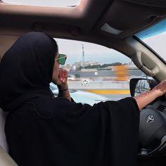 ابتساماتك توديني بعيييد Modern Hijab Fashion, Arab Fashion, Hijab Fashion Inspiration, Muslim Fashion, Mode Inspiration, Fashion Black, Arab Girls, Muslim Girls, Muslim Couples