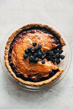 Vegan and paleo friendly blackberry caramel pie! A pecan cookie crust, a sweet blackberry filling and a gooey caramel layer. Paleo Dessert, Healthy Dessert Recipes, Gluten Free Desserts, Easy Desserts, Tart Recipes, Baking Recipes, Vegan Recipes, Vegan Meals, Vegan Pie