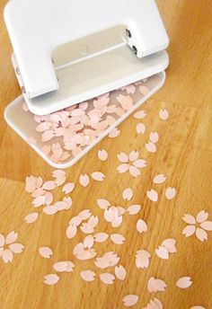 SAKURA PUNCH - When you open the bottom cherry bloosoms will be in full bloom. Stationery Pens, Stationery Design, Diy Cute Stationery, Cherry Blossom Petals, Miscellaneous Goods, Cute Stationary, Stationary Supplies, Hole Puncher, Japanese Stationery