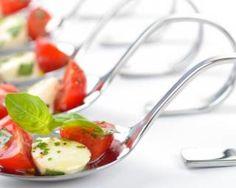 Cuillères apéritives aux tomates, pesto léger et mozzarella