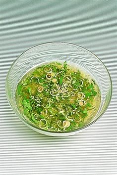 Vinaigrette thaïlandaise à la citronelle Raw Food Recipes, Asian Recipes, Cooking Recipes, Healthy Recipes, Ethnic Recipes, Salad Sauce, Salad Bar, Asian Cooking, Easy Cooking