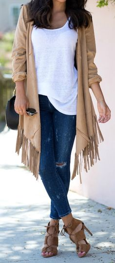 Classic skinny jeans, heels, a white tee and a brown fringed cardigan - what could be better for spring? Via Ashley Torres Jacket: Zara, Jeans: Goldsign, Heels: Zara