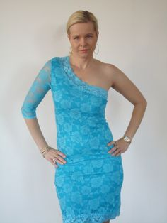 Cookie Culture jurk, oneshoulder met turquoise kant. | FASHION OBSESSION