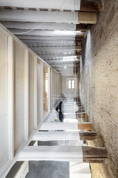 Reform of a House Between Walls is a minimalist interior design project located in Barcelona, Spain, designed by DATAAE. Best Interior, Home Interior, Interior Styling, Interior And Exterior, Interior Decorating, Interior Design, Design Design, Design Ideas, Architecture Details