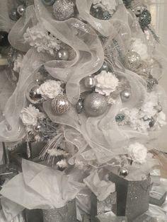 Diamant du Parris Inc. Silver Christmas Decorations, Silver Christmas Tree, Christmas Tablescapes, Elegant Christmas, Christmas Angels, Christmas Themes, Christmas Tree Ornaments, Christmas Holidays, White Christmas